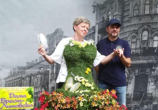Граждане Северного Барханта посетили фестиваль-конкурс цветочных композиций Краски Бреста